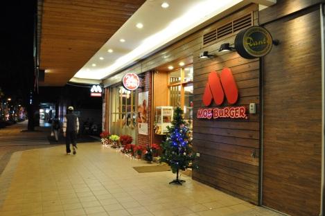 feelin the spirit at mos burger/taipei/dec 2012