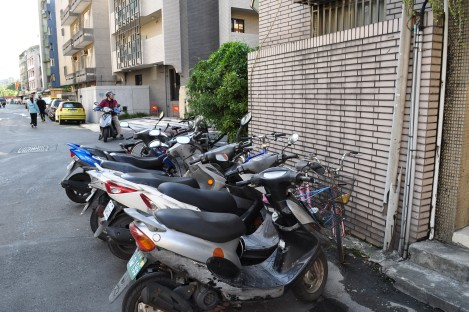 motorcycles outside/the crib, taipei/dec 2012