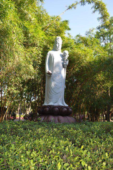 hiya, buddha!/da'an park, taipei/dec 2012