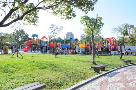 baller play complex/da'an park, taipei/dec 2012