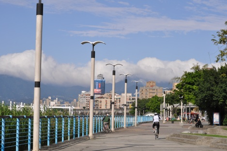 mountains + clouds/taipei circle trail/jan 2013
