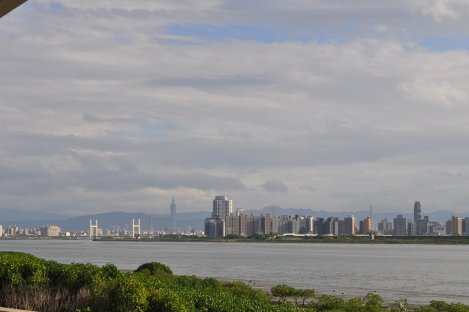you really can see the 101 from everywhere.../taipei circle trail/jan 2013