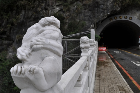laughing lion on bridge near trail entrance/hualien, taiwan/jan 2013