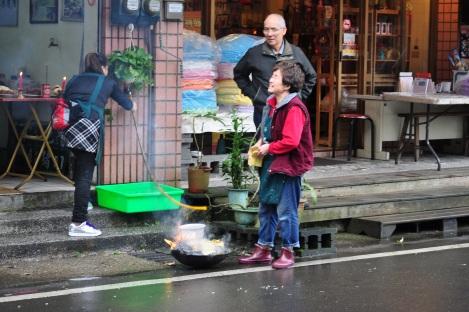 love this little woman/pingxi, taiwan/jan 2013