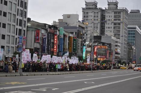 blocks + blocks of protestors/fury rally, taipei/jan 2013
