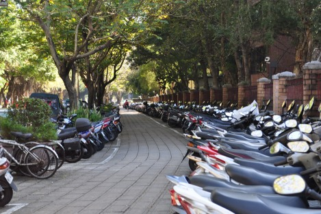 those who don't bike, scoot!/taida/dec 2012