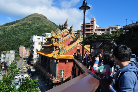 temple tourists/jiufen, taiwan/dec 28, 2012