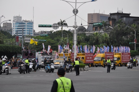beginning of 228 parade/cks memorial, taipei/feb 28, 2013