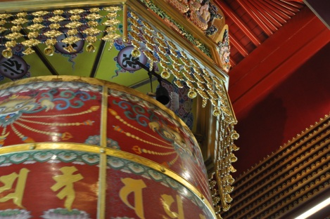 bell that chimes with every prayer wheel rotation/buddha tooth relic temple/singapore/march 2013