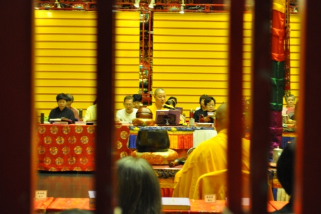 chanting/buddha tooth relic temple/singapore/march 2013